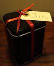 Jag vill ha mitt julte i en svart burk med rött band