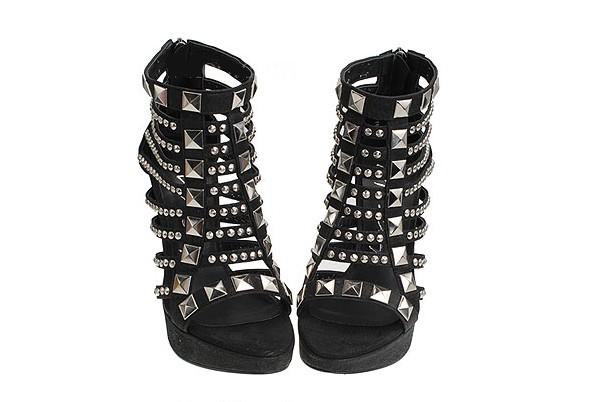 Fashion stud shoes