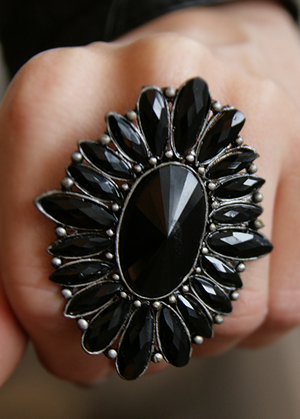 Bohemian black flower ring in black velvet - bild 3