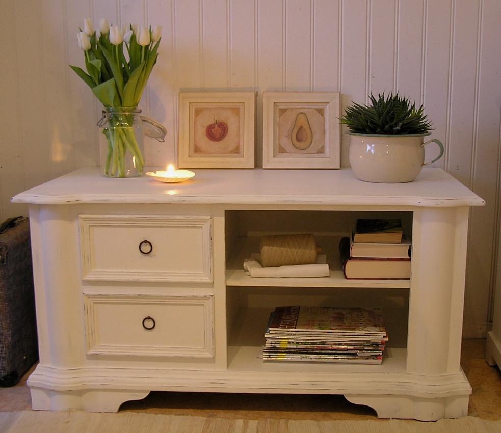 himlarum tv b nk shabby chic med l dor och fack. Black Bedroom Furniture Sets. Home Design Ideas