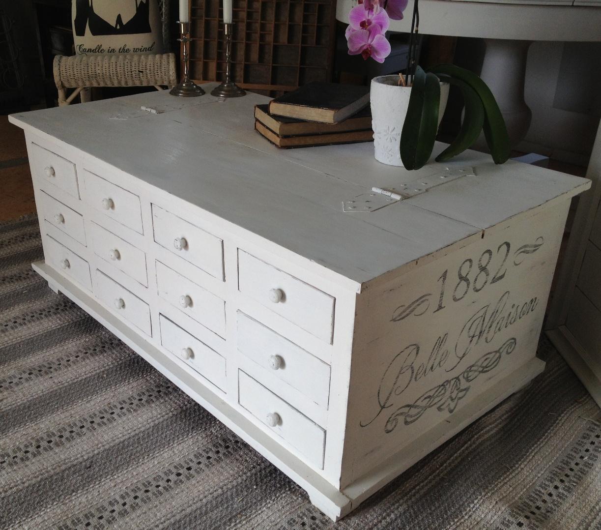 kistbord vitt ~ himlarum  soffbord kistbord med 12 st lådor och fransk text