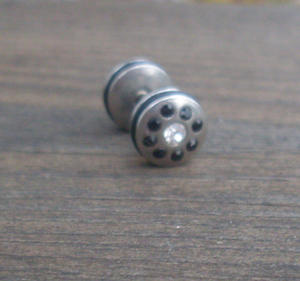 Fake piercing Earplug Black.