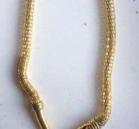 Snyggt stelt/rörligt ormhalsband.