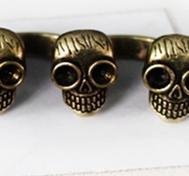 Cool skull rhinestone ring for 2 fingers.