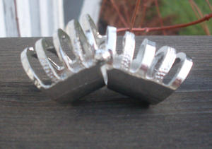 Cage finger ring.