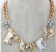 Snyggt halsband med hästar