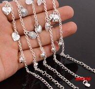 Snygg fotlänk i silver med hjärtan.