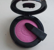 "Mac ""Hello kitty"" eyeshadow."