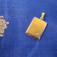 Hängsmycke i 18 K guld.Platta med vit safir.