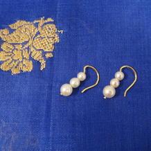 Örhängen i 18K guld med odlade pärlor.
