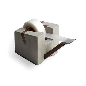 Tapehållare, betong/valnöt