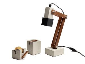 Skrivbordslampa, betong, valnöt