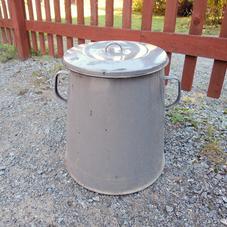 Enamel trash can
