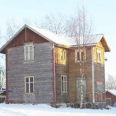 Gammalt hus för nedplockning