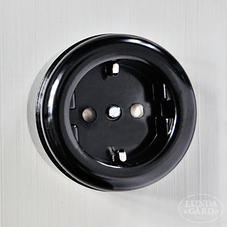 Outlet black
