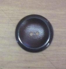 Knapp 2-håls Mörkbrun 30mm