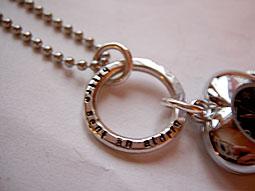 Halsband med hjärtformat ur