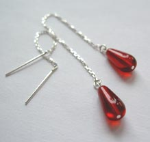 Chain earrings with bloodred glass drops
