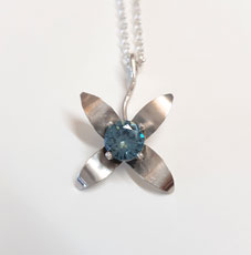 Flower necklace Little Bluet