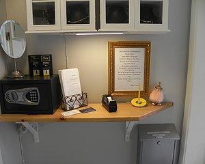 På Haga i Umeå ligger vår smyckesverkstad. Här lämnar du och hämtar sånt du vill ha lagat eller omarbetat. Går även att skicka till oss. Vi finns på Regementsgatan 4, 90336 Umeå