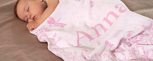 Vauvan peitto nimellä Laadukas vauvan peitto on persoonallinen lahja Orgaanista puuvillaa Vauvan nimellä, painolla jne.