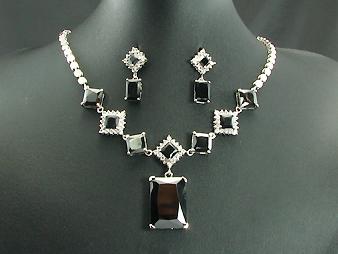 Necklace & Earrings. Wonderful