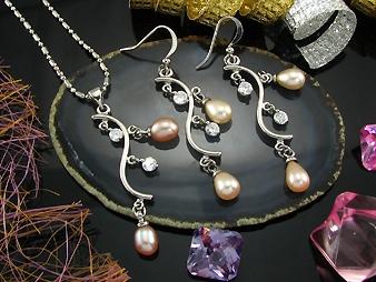Frech water Pearls. .Dangel