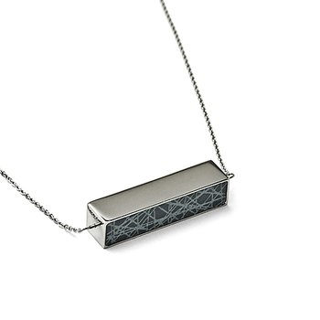 Virrvarr Spinning Cuboid Necklace - Buy now and get a matching bracelet for free!
