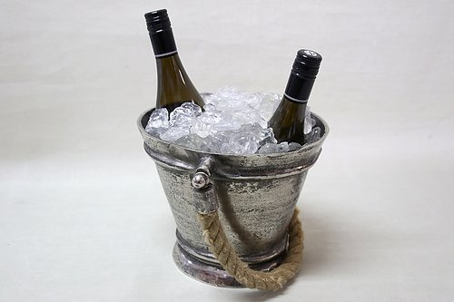 Champagne Cooler  Works equally well with white and rosé.