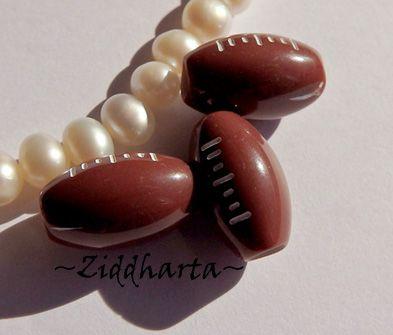 1st SPORT-pärla med stort hål: Rugby / Amerikansk fotboll 14x10mm