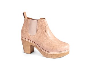 Swedish Clogs you ll want to Live in - Calou Stockholm 363e8ac4cc