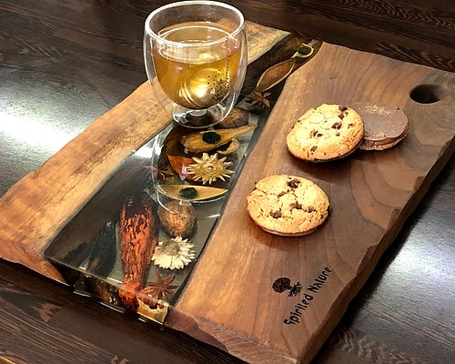 NEW! UNIQUE SERVING TRAYS IN WOOD AND EPOXY The perfect gift!