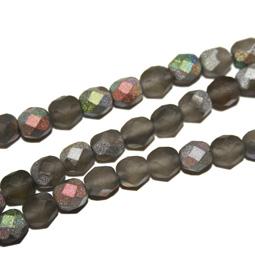 Matt fasetterad grå glaspärla, 6 mm. Ca 12 cm sträng.