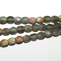 Matt fasetterad grå glaspärla, 4 mm. Ca 12 cm sträng.