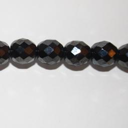 Fasetter i hematitfärg, 10 mm. Ca 12 cm sträng.