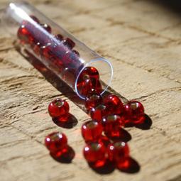 Silverline röda stora rocaille i storlek 01/0. 7 gram.