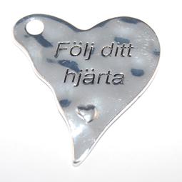 """Hjärta med text """"Följ ditt hjärta"""", 36*38 mm."""