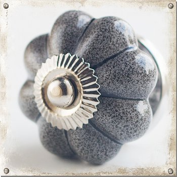 Mottled knob, grey
