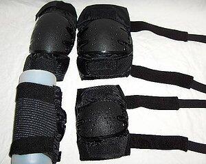 Pikmakarns krä och armbågsskydd 200 SEK per del 380 SEK helt sätt
