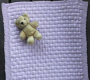 Sticka en bebisfilten RUT  i Soft Cotton 50-65 cm stor Beställ minst 5 nystan, så skickar vi med mönstret på köpet!