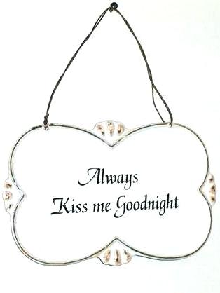 Skylt Always Kiss me Goodnight