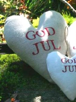Stort broderat hjärta i linnefärgat tyg GOD JUL