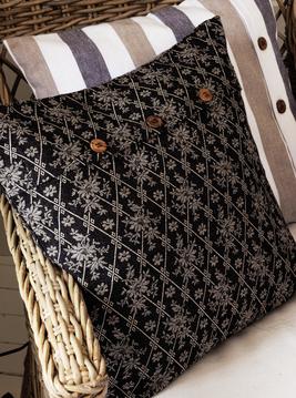 Kuddfodral svart Bolster träknappar shabby chic lantlig stil