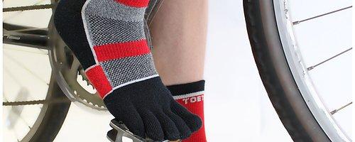 Teensokken Teensokken geven de tenen maximale bewegingsvrijheid ter bevordering van het evenwicht en de lichaamshouding.