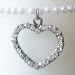 Pärlband med hänge hjärta till ljus