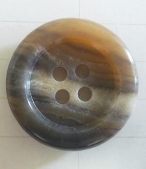 Knapp 4-håls J-1 Vitmellerad 20,5mm