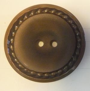 Knapp 2-håls 14 Brun 34mm