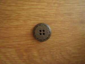 Knapp 4-håls 23mm fg. 158