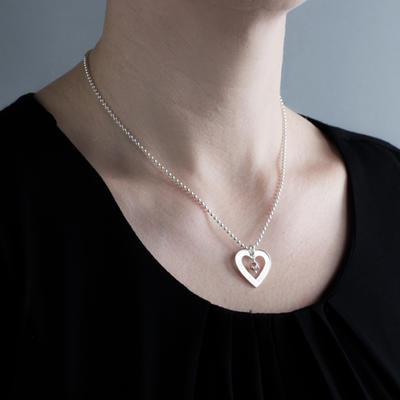 Hjärtram LOVE liten - med swarovskipärla