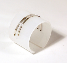 Armband Silver strips, matt vit 50 mm